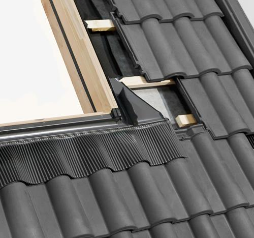 RoofLITE Roof Window Unvented PVC 55x78cm /& Tile FlashingSkylight